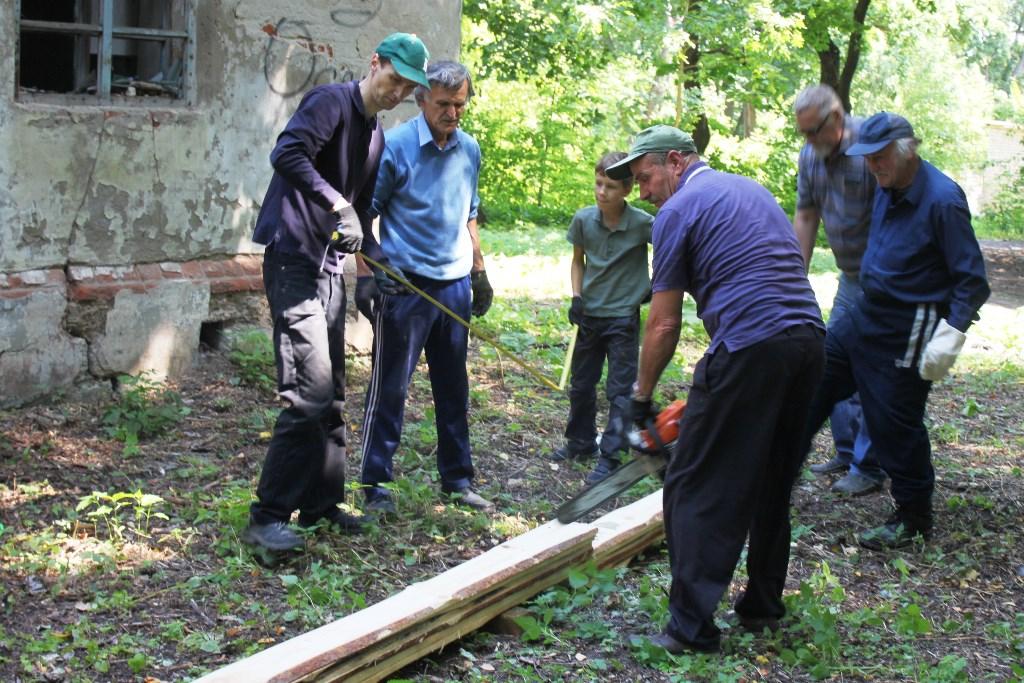 субботник в парке села Троекурово. Консервация флигеля