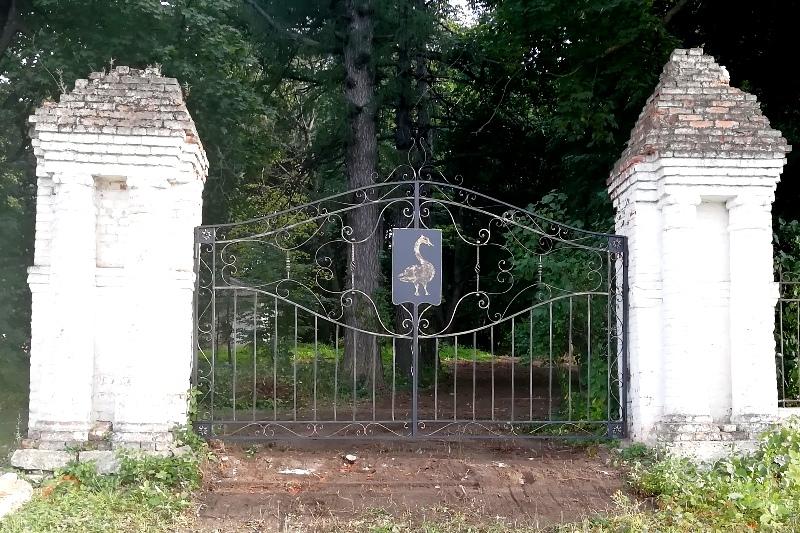 ворота старого парка