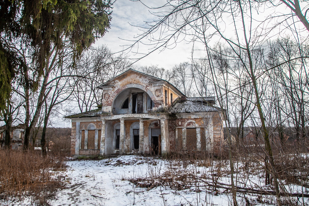 Главный дом усадьбы Ляхово Домодедовского района