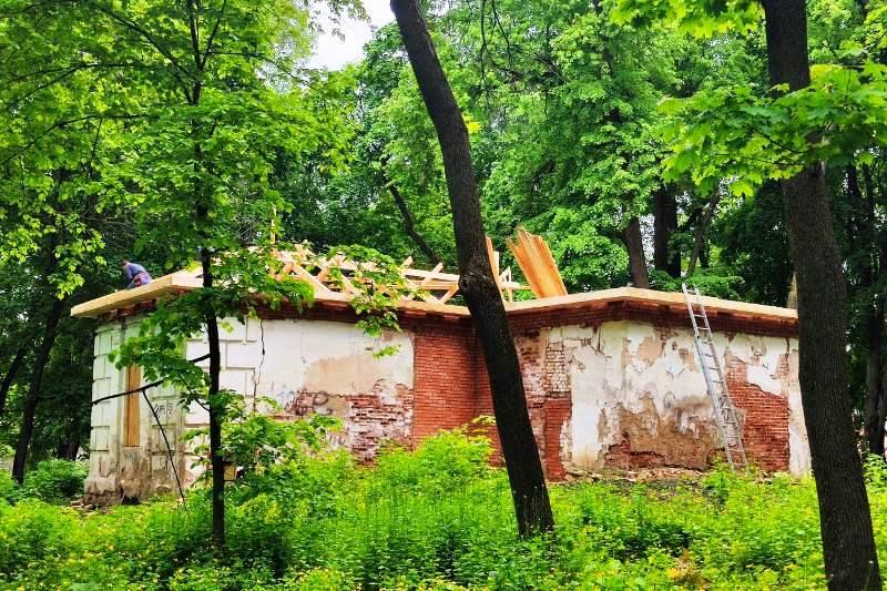 противоаварийные работы на флигеле в Троекурово (28 мая 2020)