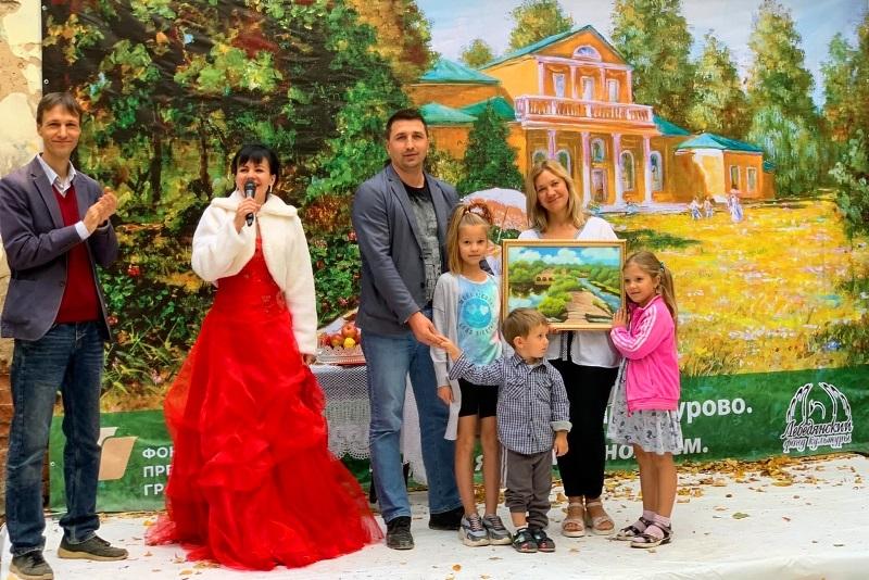 Роман Панфилов с семьей на встрече в парке Троекурово