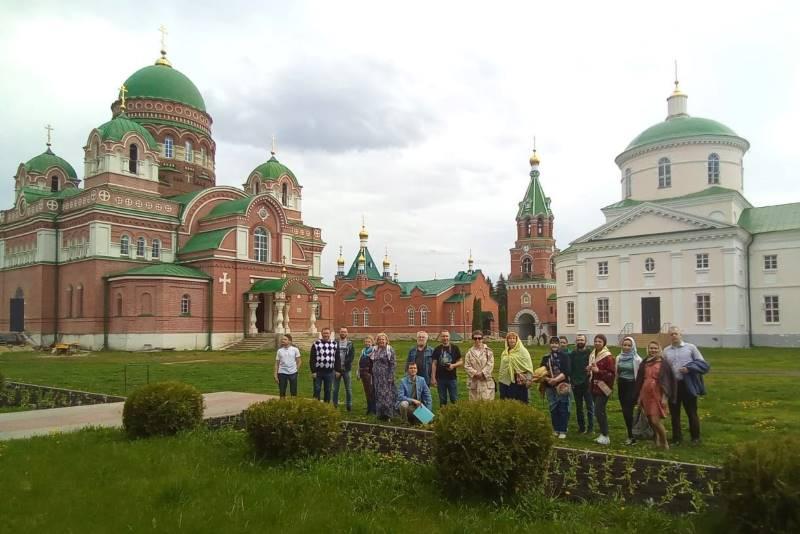 Участники межрегиональной конференции в с. Троекурово
